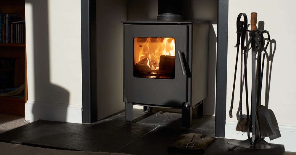 Choisir un poêle à bois : les caractéristiques de la fonte et de l'acier