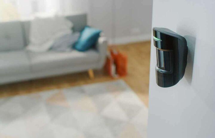 Les astuces pratiques pour installer un détecteur de mouvement pour son extérieur